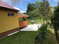 Pohled na chatu Lexu z boku - ubytování Dolní Bečva