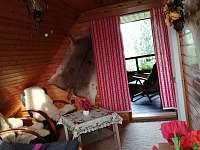 Jedna z ložnic má krytou lodžii - chata k pronájmu Ostravice