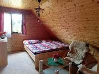 Pokoj má i posezení - chata k pronájmu Ostravice