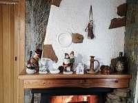 Topí se bukovým dřevem - chata ubytování Ostravice