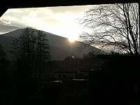 Východ slunce z kryté lodžie - chata k pronajmutí Ostravice