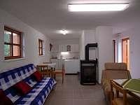 Chatka pro 6 osob - kuchyňka a obývací pokoj