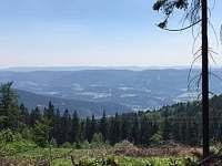 Okolí chalupy - pohled do údolí, nadmořská výška 875 m