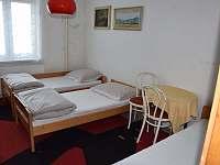 ložnice č.3 ,přízemí pohled od dveří , 3 lůžka