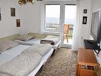ložnice č. 4 první patro 2 lůžka - 1 přistýlka pohled od dveří