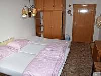 ložnice č. 5 první patro 2 lůžka-1 přistýlka pohled od okna