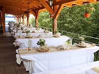 přírodní svatba na terase - chata ubytování Jasenná