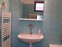 Koupelna s vanou, sprchovým koutem a toaletou - Karolinka