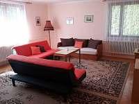 Obývací pokoj 30 m2 - rekreační dům k pronájmu Karolinka