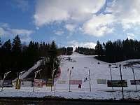 Skiareál Karolinka - délka svahu 1.000 m, vzdálenost od domu 1,5 km - rekreační dům k pronájmu