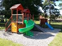 Školní zahrada - velké dětské hřiště - 250 od domu