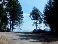 Parkoviště na příjezdové cestě k chatě - k pronájmu Trojanovice