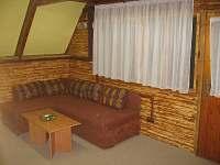 spol. místnost - rozkládací pohovka - chata k pronájmu Trojanovice