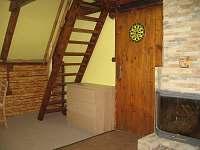 spol. místnost - schody do podkkroví - chata k pronajmutí Trojanovice