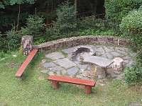 ohniště s grilem - chata k pronajmutí Rusava