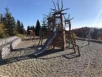 Dětské hriště 300 m od chaty - pronájem Staré Hamry - osada Bílý Kříž