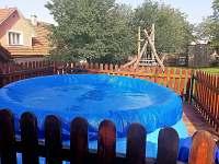 bazén na zahradě - chalupa k pronájmu Hutisko-Solanec