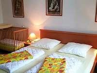 Ložnice v přízemí - chalupa k pronajmutí Hutisko-Solanec