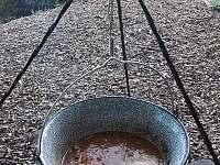 Kotlíkový guláš na Veverce - Dolní Lomná