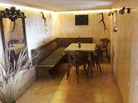 Sklepní posezení - pronájem chaty Dolní Lomná