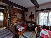 Společenská místnost - chata k pronajmutí Frenštát pod Radhoštěm