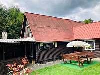chata včetně nadstřešené krbovny - k pronájmu Valašská Bystřice