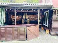 krbovna s venkovní jídelnou - chata k pronajmutí Valašská Bystřice