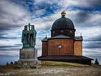 vrchol Radhoště s kaplí a sousoším Cyrila a Metoděje - Hutisko-Solanec
