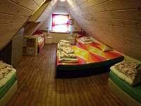 CHALUPA BESKYDY - DŘEVĚNICE - LOŽNICE 6 postelí (patro)