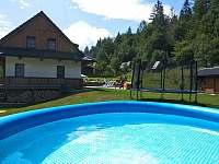 Bazén o prázdninách. - pronájem chalupy Dolní Lomná
