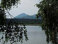 nedaleký Břehyňský rybník