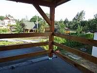 pohled vpravo z balkonu