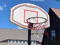 basketbalový koš - pronájem chalupy Dolní Nezly