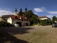 parkoviště zámku Třebušín