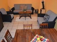 Obývací pokoj (společenská místnost) s jídelnou