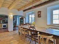 Jídelna s kuchyní - chalupa ubytování Velká Javorská