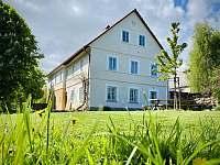 Pohled na dům - chalupa ubytování Velká Javorská