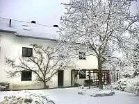 Zimní období na chalupě se sněhem a sluncem - Velemín - Milešov