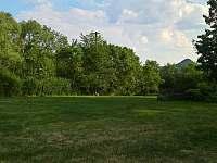 Zahrada - jižní svah - pronájem chalupy Stvolínky - Kolné