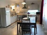 Apartmán v přízemí - kuchyně - rekreační dům k pronájmu Libochovice