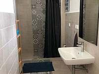 Apartmán v prvním patře - koupelna - rekreační dům k pronájmu Libochovice