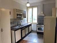 Apartmán v prvním patře - kuchyně - pronájem rekreačního domu Libochovice