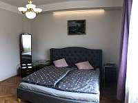 Apartmán v prvním patře - ložnice - rekreační dům ubytování Libochovice