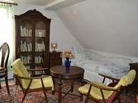 Jeden ze čtyř pokojů v patře - Dolní Týnec - Třebušín