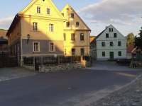 náves s budovami skanzenu - Zubrnice