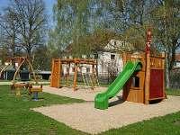 dětské hřiště na návsi