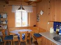 Stůl v kuchyni (před malováním)
