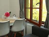 Jídelní stůl - apartmán k pronajmutí Velemín - Oparno