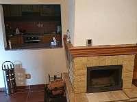 Krb a pohled do kuchyně - chalupa ubytování Nečemice