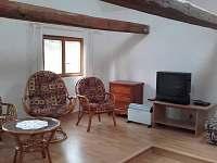 místnost s televizí